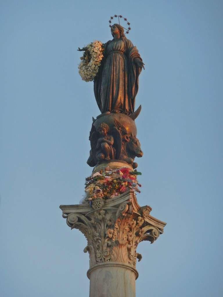 Statue of the Virgin, Piazza Mignanelli